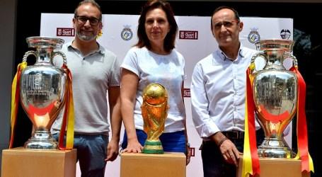 Unió Esportiva Quart exposa els trofeus de La Roja del Mundial de 2010 i les Eurocopes de 2008 i 2012