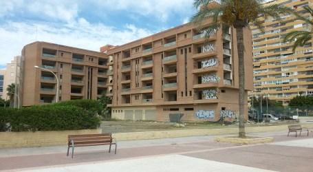 El aparthotel abandonado de la playa de la Pobla se convertirá en un nuevo hotel
