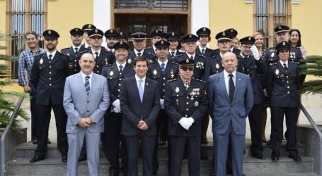 Condecoran a funcionarios de la Comisaría Burjassot-Godella