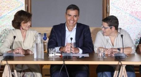 Isabel García participa junto a Pedro Sánchez en un encuentro con colectivos LGTBI