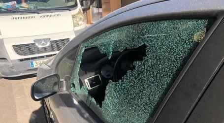Más de cincuenta coches con cristales rotos en localidades de l'Horta