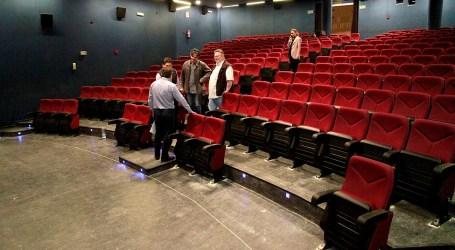 El salón de actos de la Casa de Cultura de Puçol estrena butacas