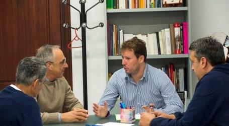 El diputado de Deportes, Andrés Campos, recibe a representantes deportivos de Godella