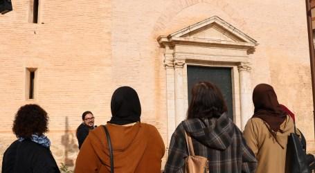 Las alumnas de Alfabetización y Aulas de Español para Inmigrantes descubren el patrimonio histórico de Quart de Poblet