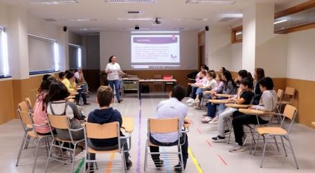 Los niños y niñas de Torrent participan en los talleres para la eliminación de la violencia contra las mujeres