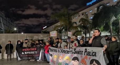 Nova concentració a l'Hospital de Manises contra la retirada del servei de pediatria de Xiprerets