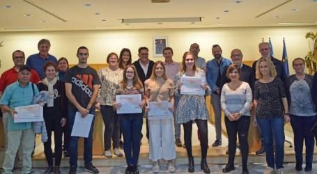 Lliurament de diplomes a l'alumnat de La Dipu et Beca de Sedaví