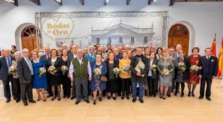 32 matrimonios de Paterna celebran sus Bodas de Oro en el Casino de la Plaza del Pueblo