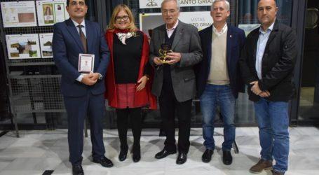 Éxito y lleno absoluto en la conferencia de la epigrafía del Santo Cáliz y la exposición del Santo Grial en Massamagrell