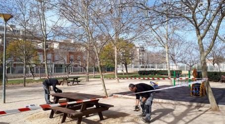 Paterna renueva mobiliario urbano con bancos y mesas realizados con  materiales 100% reciclados