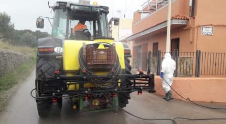 Manises reforça la neteja dels seus carrers per a frenar el COVID19 amb tractors agrícoles