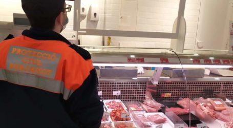 Burjassot reparte mamparas de protección a los comercios esenciales abiertos en el municipio