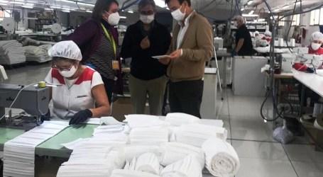 La presidenta de la Mancomunitat de l'Horta Sud supervisa el pedido de 350.000 mascarillas para los municipios de la comarca