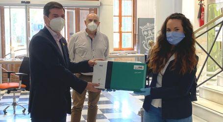 Ceden a Burjassot una máquina Ecofrog, que genera agua de ozono, para limpiar y desinfectar superficies
