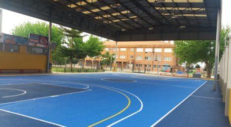La Regidoria d'Esports de Meliana condiciona la pista coberta de bàsquet