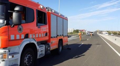 Un motorista muerto en un accidente con dos coches implicados en el término de Picassent