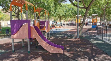 Xirivella renueva caucho y mobiliario en cinco parques infantiles