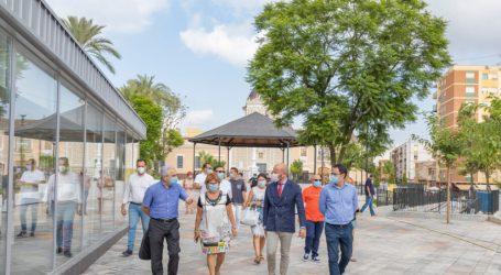 L'alcaldessa de Picassent visita les obres de remodelació de la plaça de l'Ermita amb el president de la Diputació