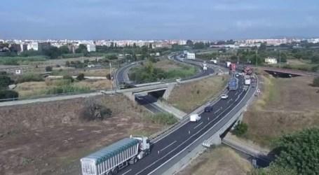 Un carril cortado en la A-7 entre los términos de Manises y Riba-roja por un accidente