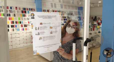 Benetússer reparte carteles informativos en sus comercios para recordar las medidas de contención del COVID19