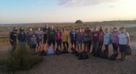 Compromís Massamagrell reuneix gent per netejar la zona dunar de la platja