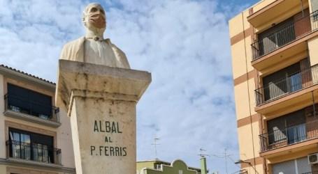 El busto del Padre Carlos Ferris de Albal también con mascarilla para concienciar sobre su uso