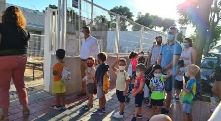 El colegio La Balaguera de Albal inicia las clases con normalidad, tras el retraso por el positivo en COVID-19 de una profesora