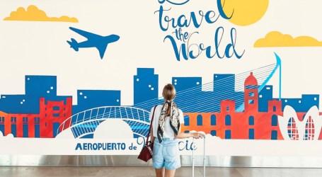 El aeropuerto de Manises ya luce un mural eco-sostenible