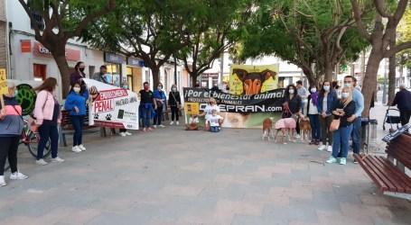Concentración contra el maltrato animal en Catarroja