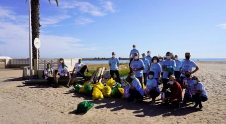 """Massamagrell realiza la limpieza de su playa tras ganar el concurso """"Mi playa sin plásticos"""""""