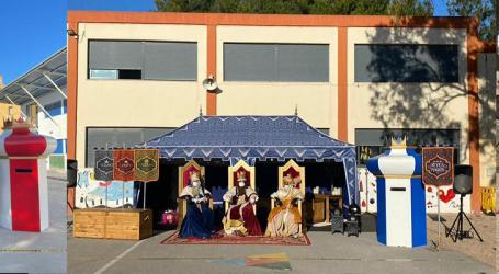 Los Reyes Magos visitan a los escolares de Massamagrell