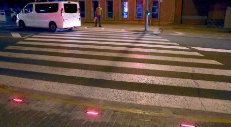 El Centro de Salud y los colegios públicos de Puçol cuentan con nueva señalización luminosa de los pasos de cebra