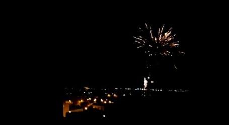 Focs d'artifici a La Pobla de Farnals en homenatge a les comissions falleres