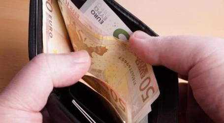 Vecinos honestos que encuentran dinero y lo entregan a la Policía
