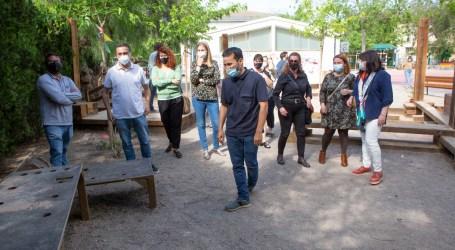 Marzà visita les instal·lacions del CEIP El Barranquet de Godella per a conéixer el nou pati igualitari