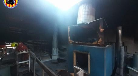 Incendi d'una empresa de fusta al polígon industrial de Catarroja
