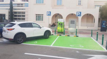 Quart de Poblet da luz verde a una de las primeras ordenanzas de carga de coches eléctricos para reducir la huella de carbono