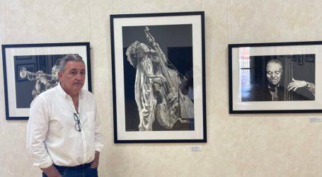 """El artista paternero José María Martínez cautiva con su obra de tinta china con plumilla """"Jazz en blanco y negro"""""""
