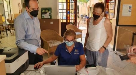 1.375 mayores de Aldaia obtienen su certificado de vacunación COVID a través del Servicio de Ayuda del Ayuntamiento