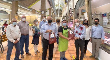 Alboraya reparte obsequios para promocionar el consumo en el Mercado Municipal