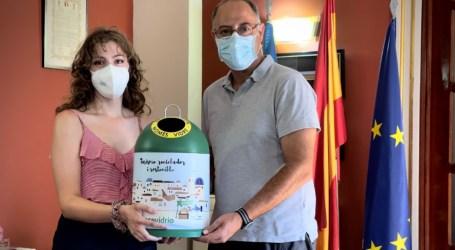 La primera ganadora del sorteo de miniglús de Ecovidrio Alboraya recibe su premio