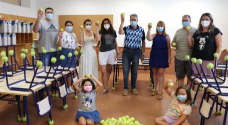 Albal dona 400 pelotas de tenis al colegio La Balaguera para combatir el ruido