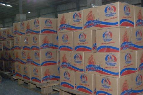 Resultado de imagen para Fotos de distribución de canasta del Plan Social de la Presidencia de la Rep.Dominicana