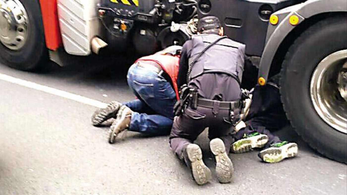 Muere un peatón atropellado por un camión en Granada