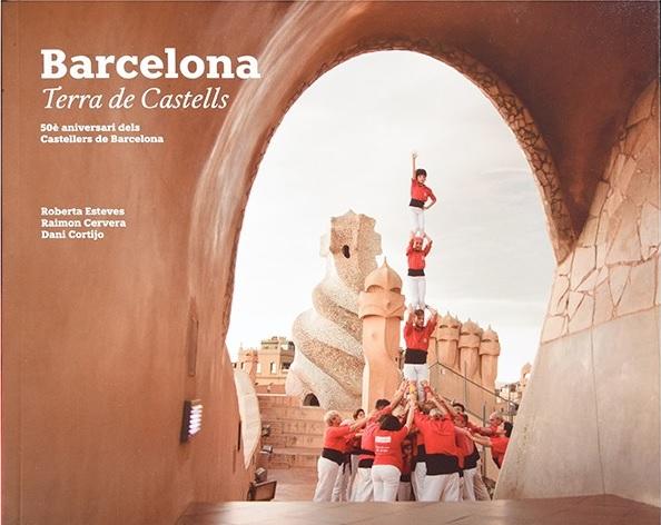 Els Castellers de Barcelona estrenen el llibre 'Barcelona: terra de castells', un homenatge a la ciutat de Barcelona