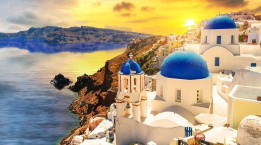 جزيرة سانتوريني .. أجمل مزارات اليونان
