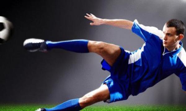 أشهر لاعبي كرة القدم في العالم