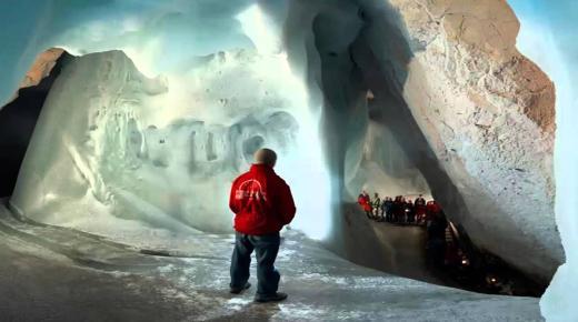 أكبر كهف جليدي في العالم
