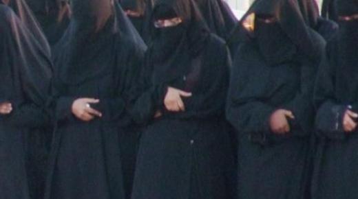 كيفية إمامة المرأة في الصلاة للنساء