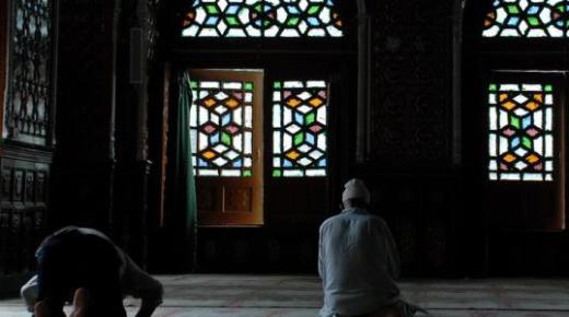 كيف تكون خاشعاً في الصلاة؟